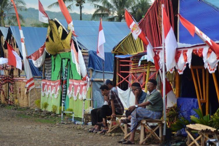 Tenda para pengikut Dimas Kanjeng.