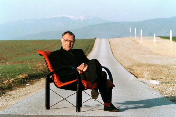 Hidup sederhana namun bahagia a la Ingvar Kamprad.