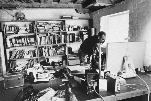 Meja kerja Steve Jobs.