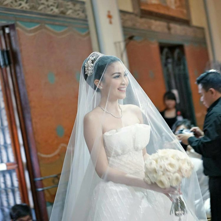 buket mawar putih Sandra Dewi
