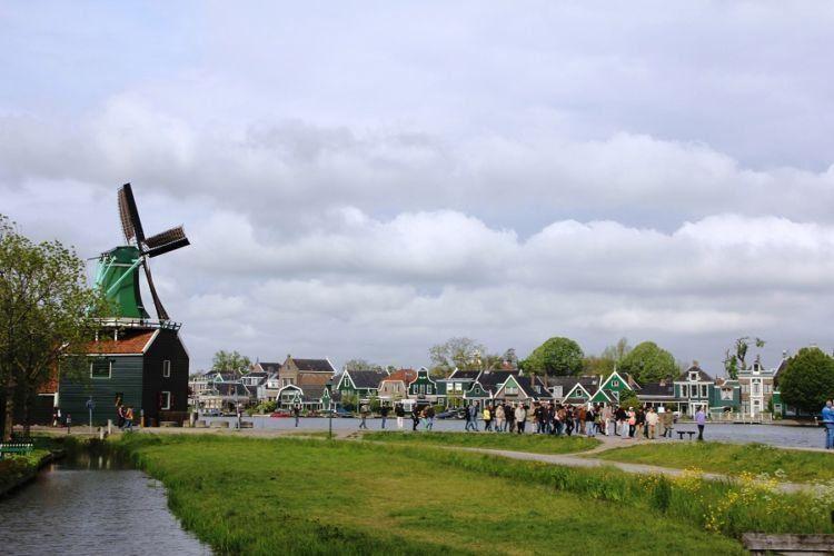 Daratan buatan a la Belanda