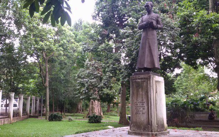 Kisah Patung Pastor Verbraak di Taman Maluku, Bandung. Pernah Mengalami  Kejadian Seram di Sana?
