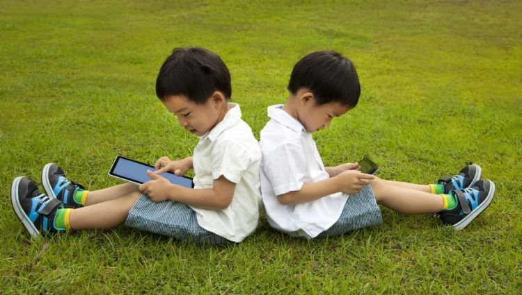tablet-phone-kids