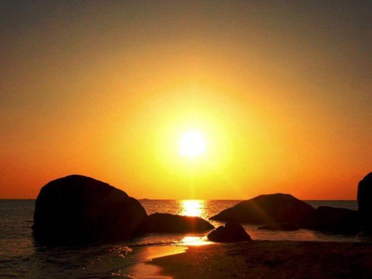kamu harus percaya, sunset di Tanjung Tinggi akan seindah ini