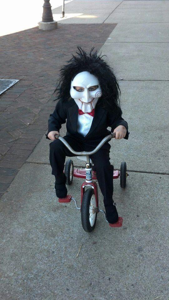 lengkap dengan sepeda roda tiganya