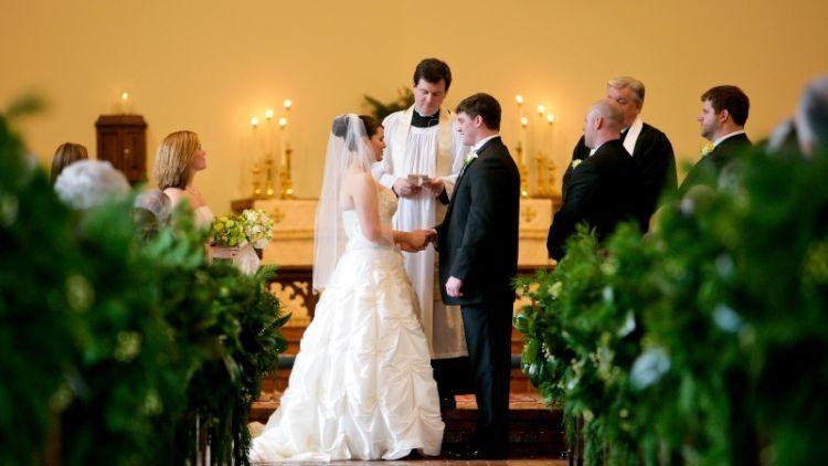 prosesi pernikahan kristiani mulai dari bimbingan pranikah hingga pengucapan janji nikah yang bikin deg degan