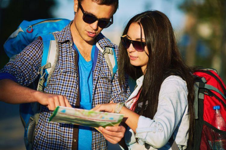 Traveling bisa menguji cinta kalian.