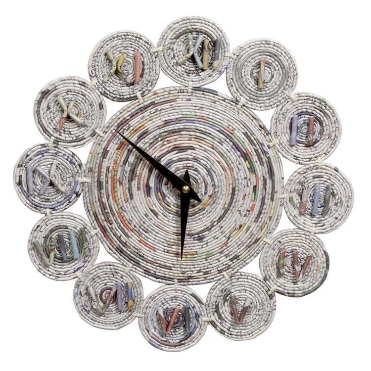 Jam dinding dari koran