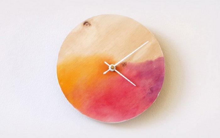 Jam dinding ombre sederhana