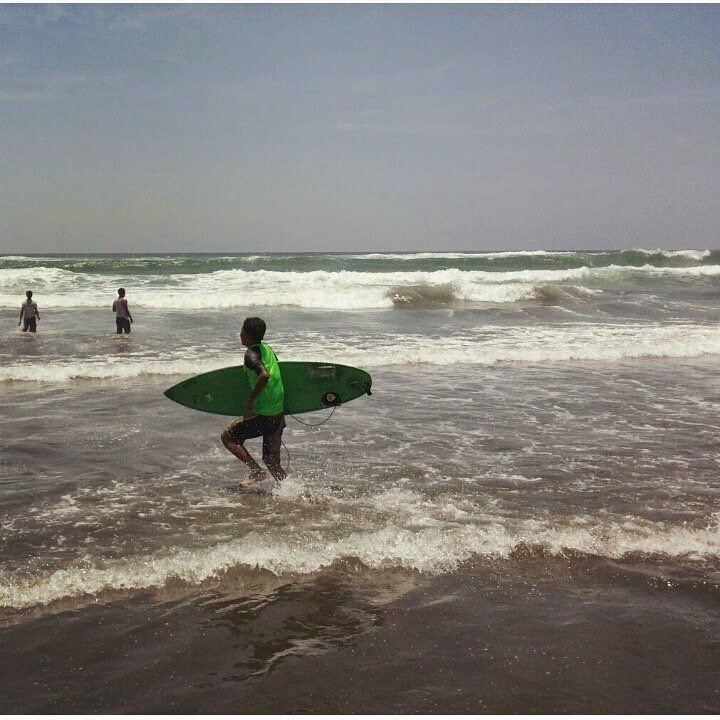 Kalau di Pantai Selatan, jangan pakai baju hijau~