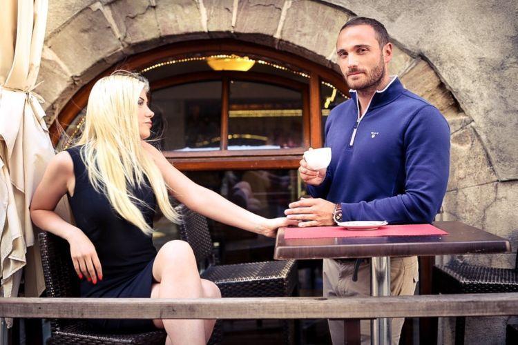 Bradley Charvet bersama kekasihnya.