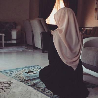Hijab jadi pengingat untuk rajin beribadah.