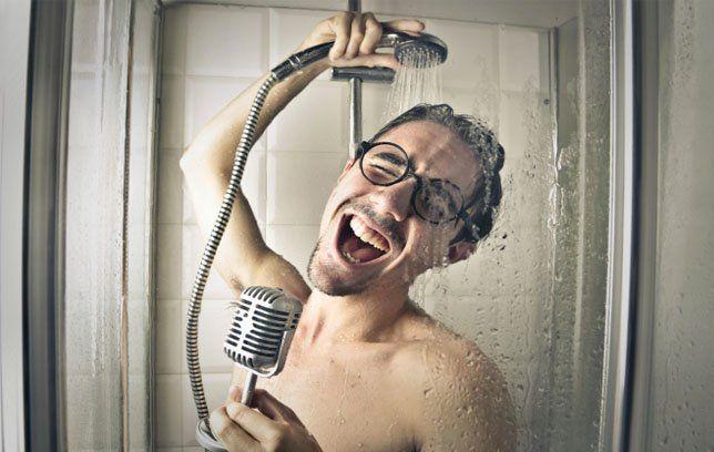 nyanyi di kamar mandi bisa sesukanya
