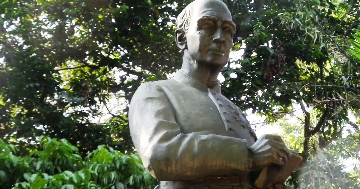 Kisah Patung Pastor Verbraak di Taman Maluku, Bandung. Pernah ...