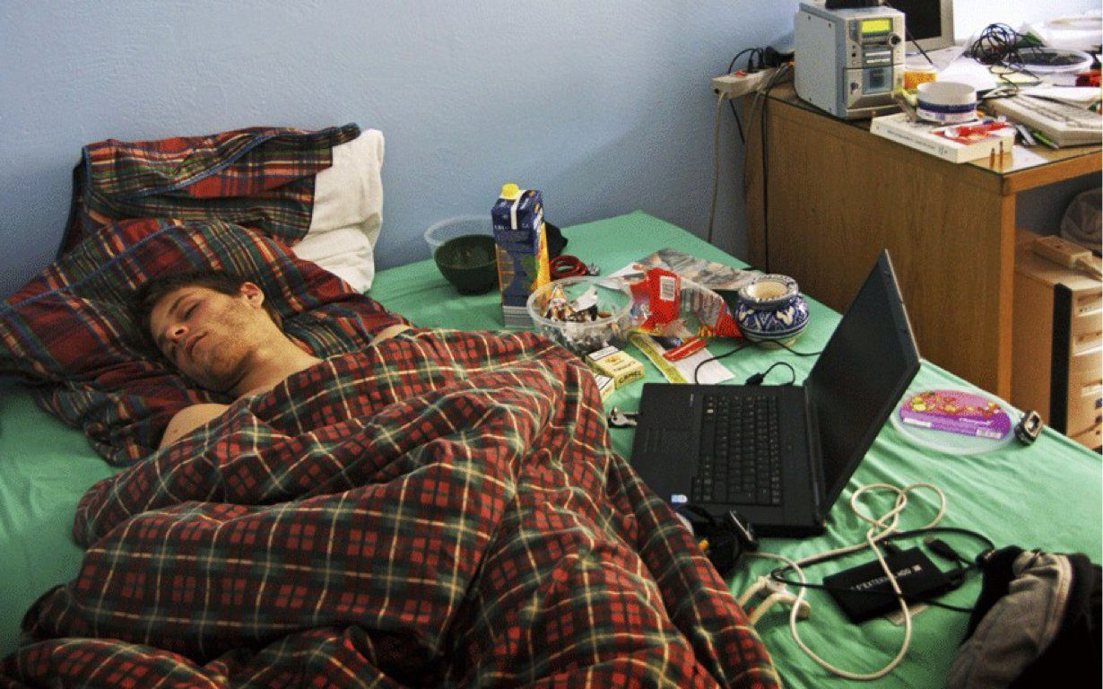 Pekerja keras. Mungkin dia lelah ~