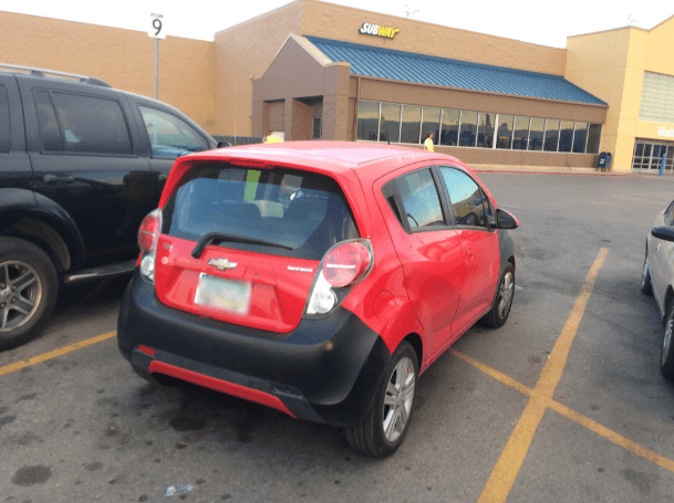 mobil kecil harusnya 'kan gampang parkirnya ...