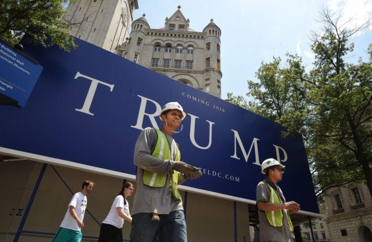 Pastinya besok temboknya harus ada nama TRUMP