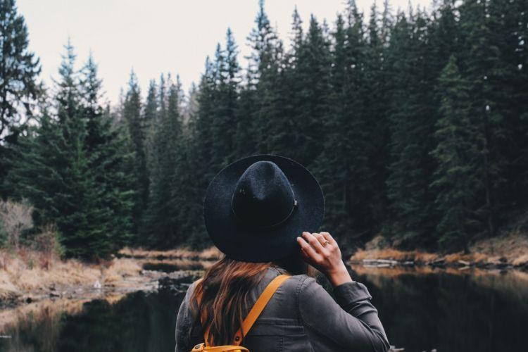 Bisa dengan traveling misalnya.