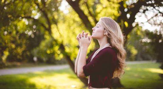 Getolkan diri berdoa, biar kamu bisa lulus seleksi beasiswa.