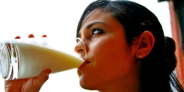 Minum susu