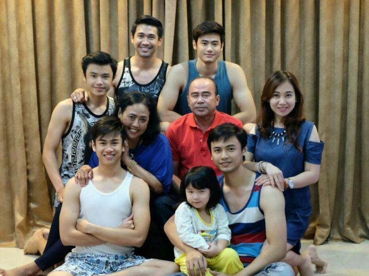 Mike Ethan dan keluarga