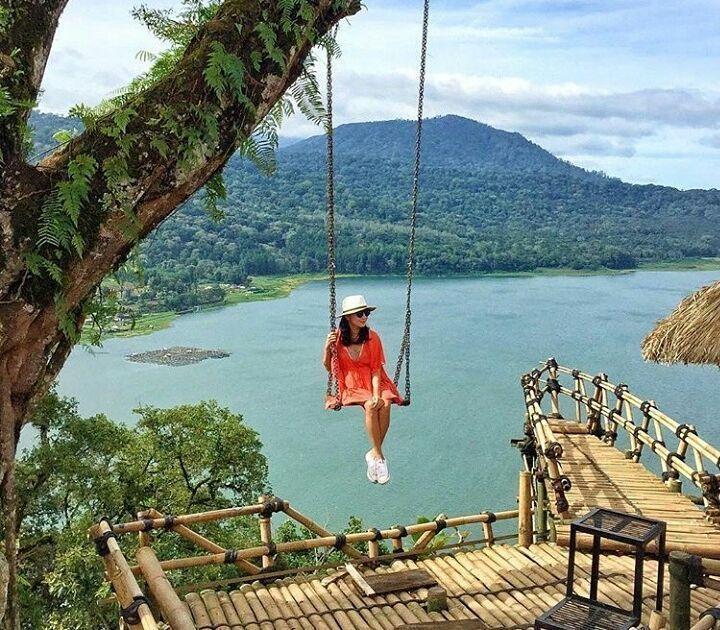Spot Instagrammable Di Bali Anjungan Wanagiri Di Danau