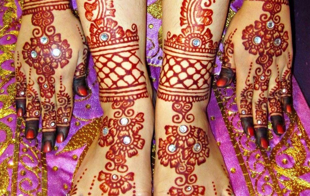 13 Inspirasi Henna Kaki Yang Menawan Hati Demi Sucinya Pernikahanmu Nanti
