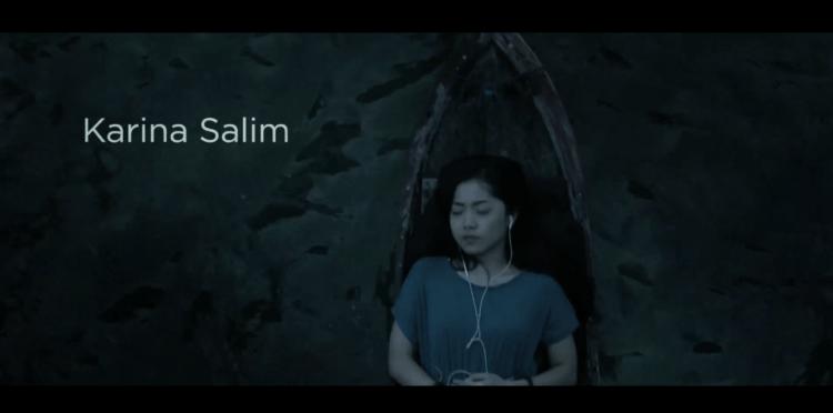 Saras (Karina Salim) memilih untuk tidak berkomitmen dengan siapa-siapa.