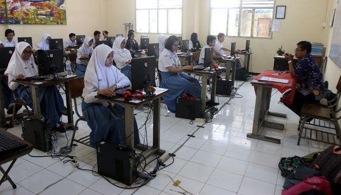 belum siswa pelajar Indonesia make komputer begini