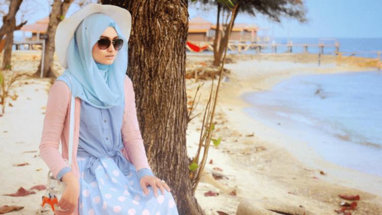 9 Tips Baju Liburan Untuk Yang Berhijab Nyaman Tanpa Terlihat Rempong