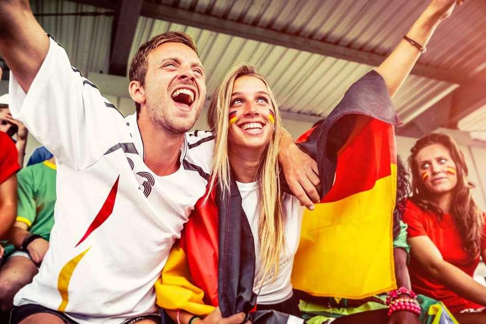 Menemaninya sampai di dalam stadion, bahagia banget!