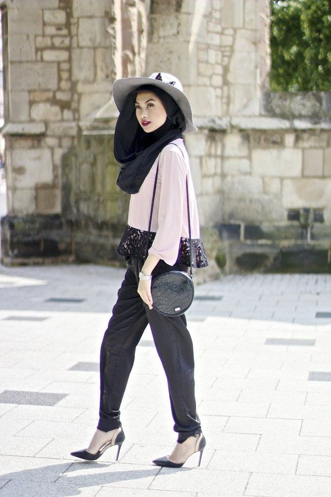 beautiful-traveller-hijab-style