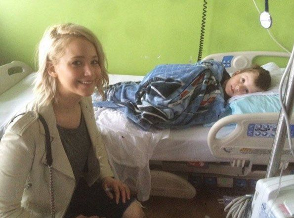 Jennifer Lawrence katanya dulu pingin banget jadi perawat.