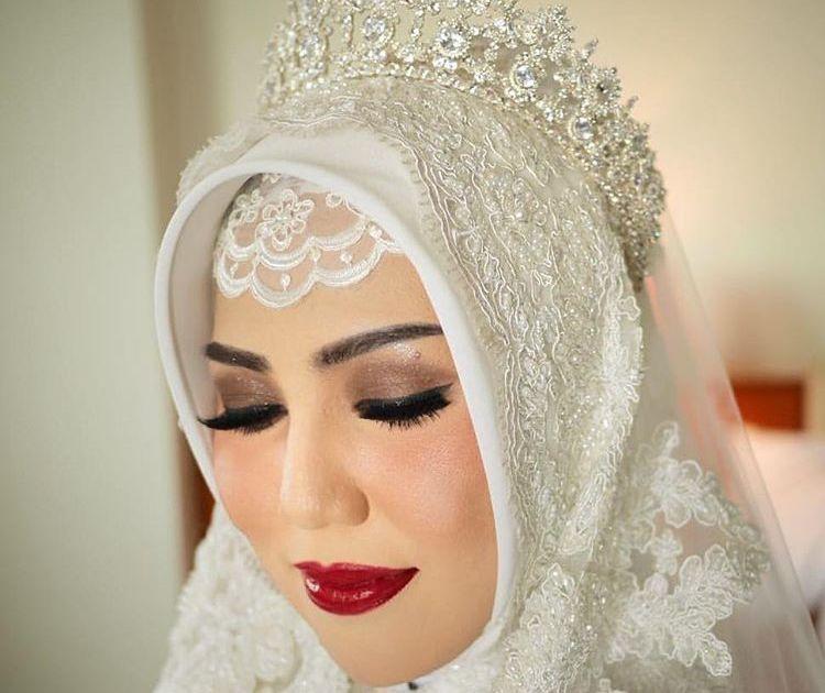 15 Inspirasi Pengantin Hijab Memakai Mahkota Cantik Dan Cocok Buat Akadmu Nanti