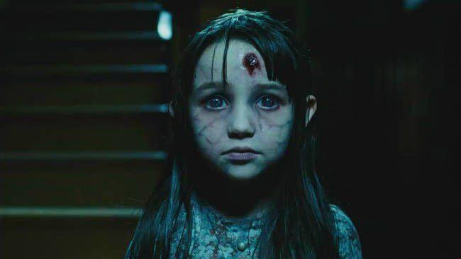 gadis kecil itu marah