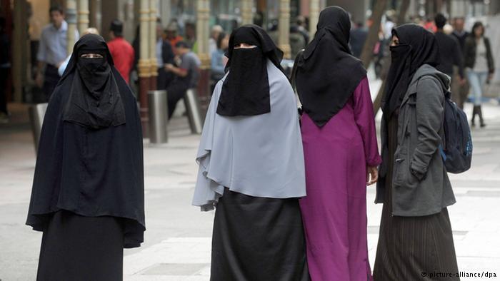 di kampus dan di sekolah penggunaan burqa dicegah