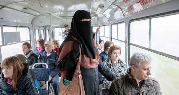 bahkan sebelum adanya pelarangan, penggunaan burqa di tempat umum sudah merisaukan