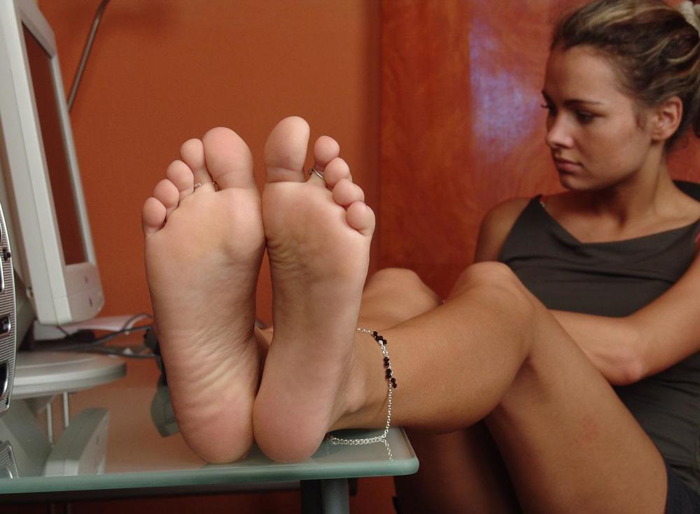 Sarafnya ada di kaki