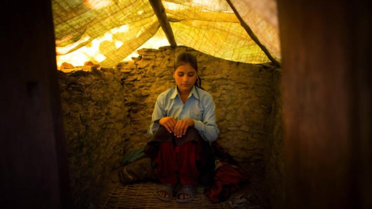 Hasil gambar untuk cewek haid di nepal