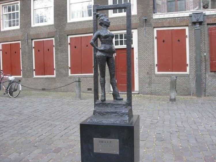 Patung seni Belle