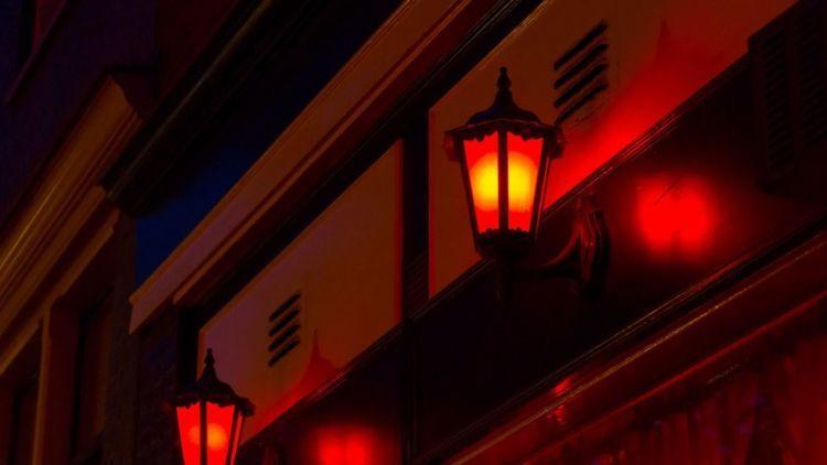 Lampu merah berarti perempuan