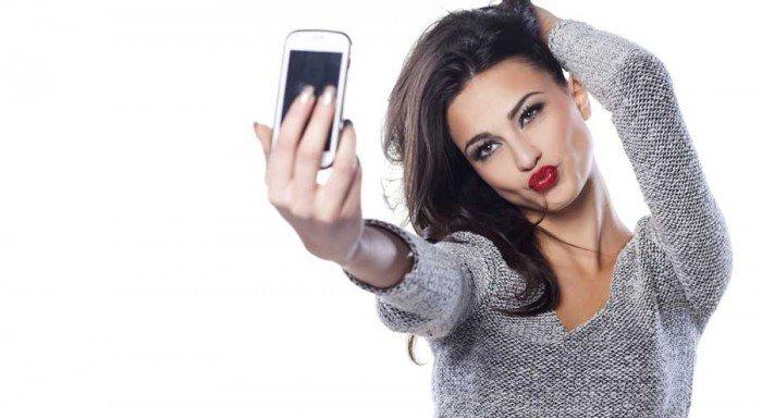 apa kamu juga perempuan muda yang amat menggemari selfie?