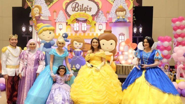 Meski Kena Gunjingan Juga Pesta Ultah Bilqis Ala Disney Dan