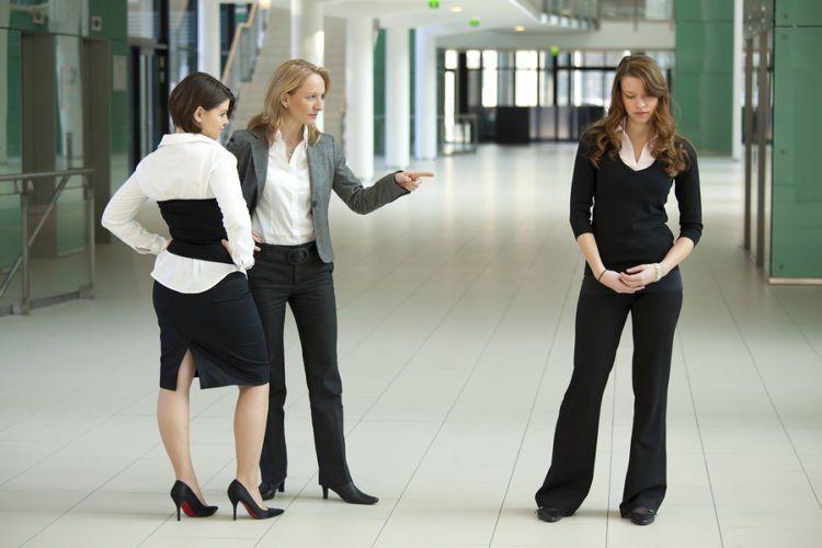 Di kantor, senioritas dan bully juga terjadi