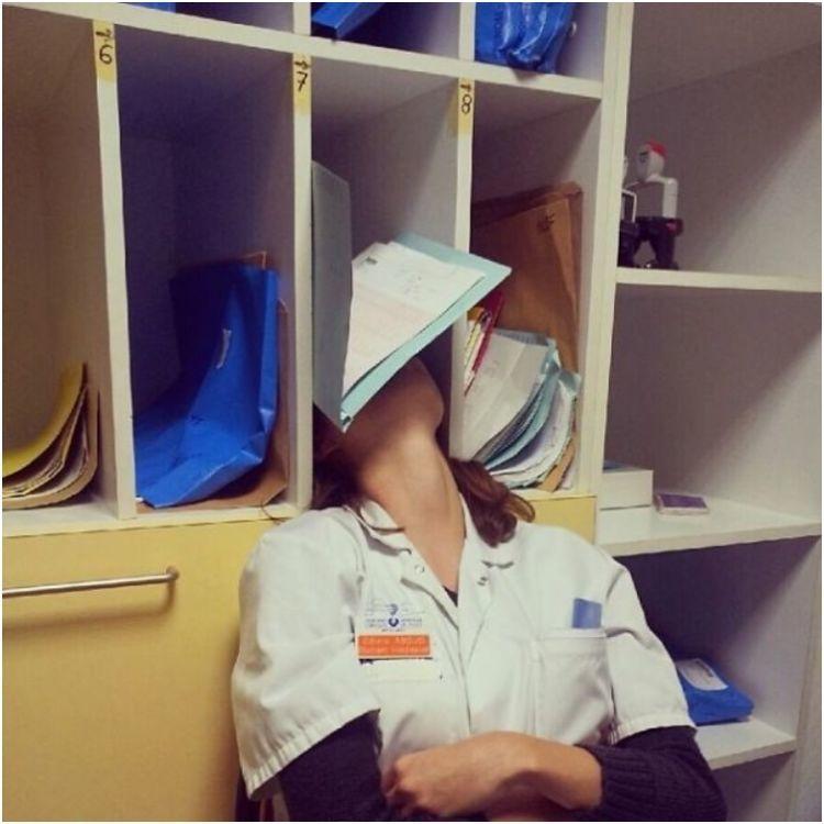 tertidur di antara tumpukkan buku.