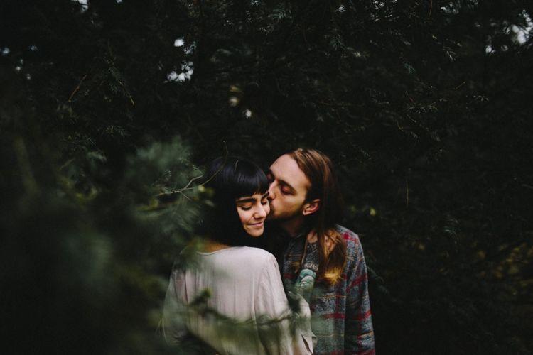 Kisah cintamu tak sama dengan mereka