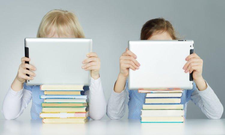 Lebih memilih gadget daripada buku