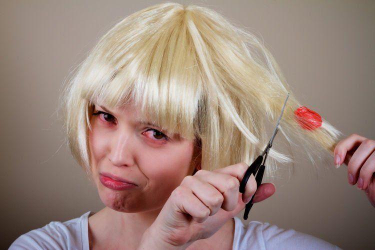 gum-stuck-in-hair
