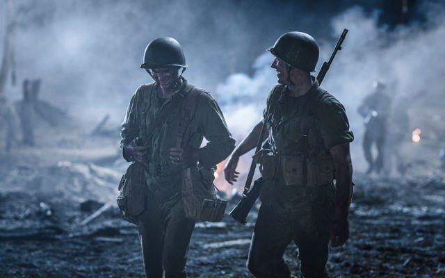 Gambar dengan nuansa kelam, dbubuhi dengan efek asap menggambarkan suasana saat perang