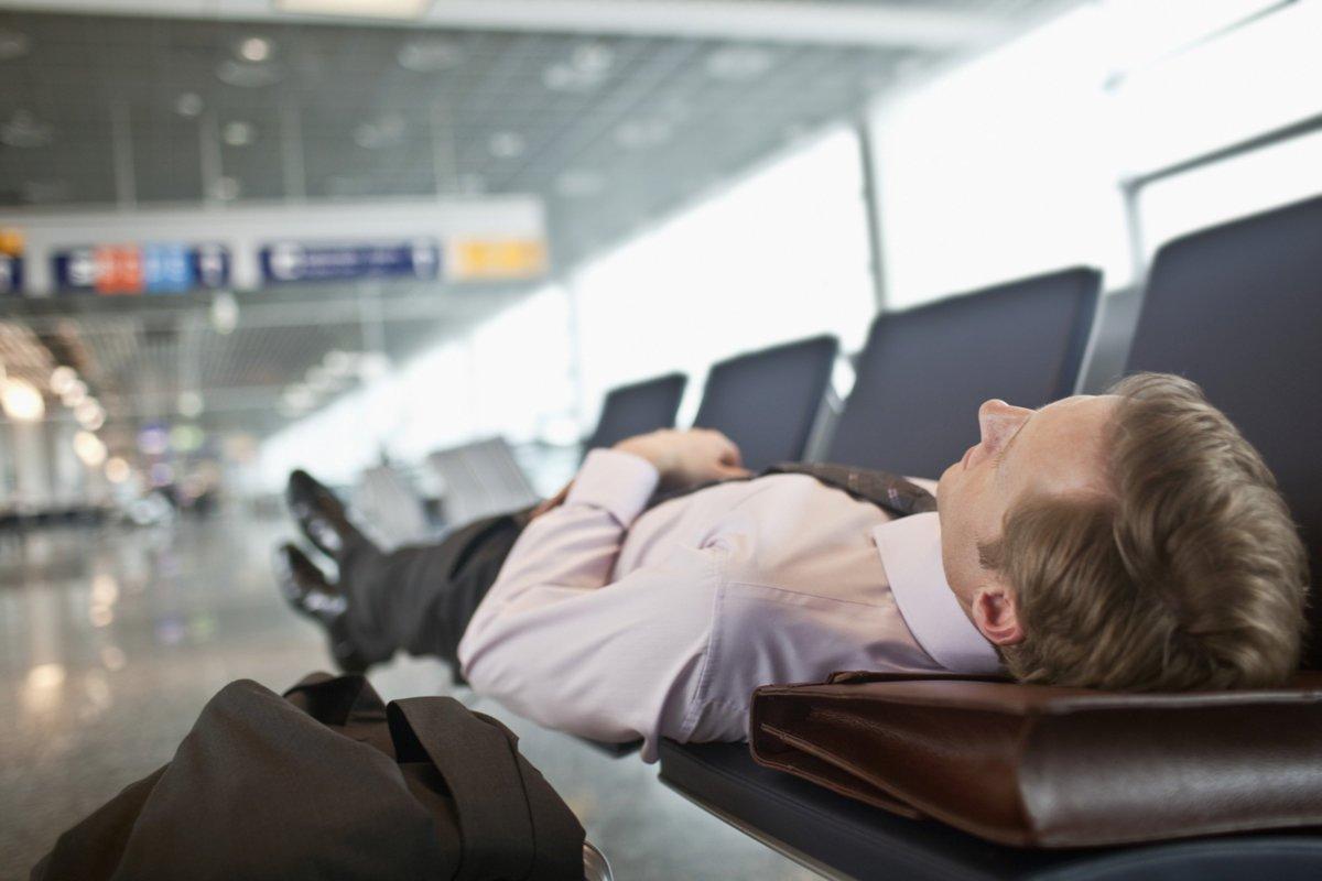 Tepar di bandara.